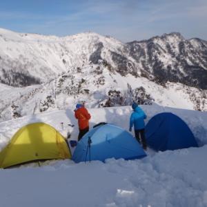 武尊山 雪の稜線でテント泊
