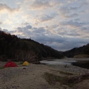 新幕の試し張りに那珂川の河原でキャンプ&ダウンリバー