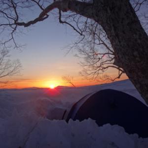 唐松岳の稜線でテント泊
