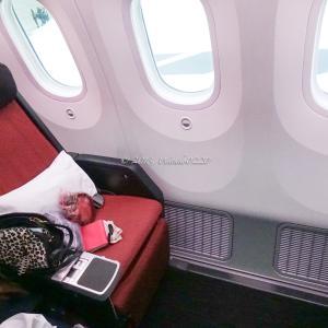 モスクワから成田へ。JALプレミアムエコノミー機内とロシアスタバのタンブラー