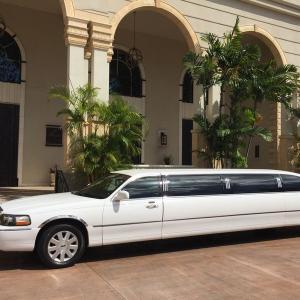 テラスバイザシーチャペルでの挙式ご参列者用8名様乗りリムジン往復一台$180(チップ・税金含む)