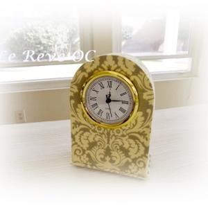 ダマスク柄の置き時計♪