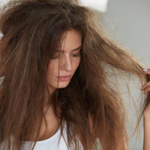 冬の髪の乾燥対策
