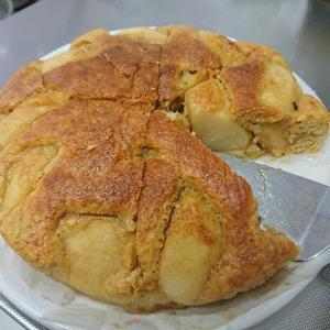 うちの奥さんが、ホットケーキミックスで作ったリンゴのケーキ第一弾!