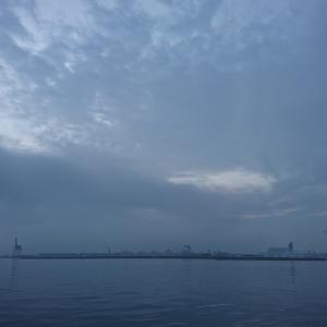 けさのサンポートは、もやっていて屋島が見えなかった。