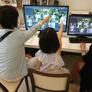 写した中で、どれが一番気に入ったのか、最後は、ママとお嬢ちゃんの一騎打ち!