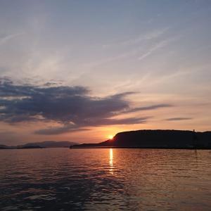 サンポートで屋島からの日の出を見ようとしたら、赤灯台がおすすめだ。