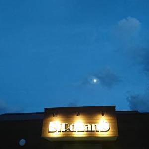 夕方に月が・・・。