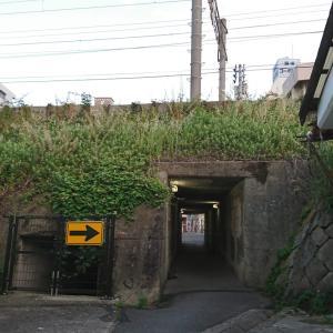 線路下のトンネルを通りすぎて、振り返ってみた。