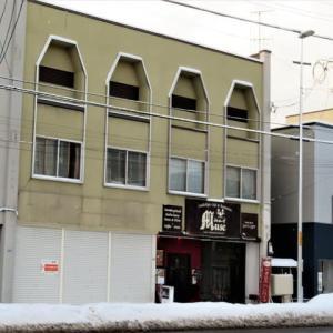 北海道でランチ : 小樽でシルクをまとったかのような美しいオムライスをいただく