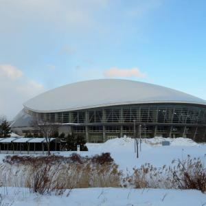 散策!札幌(56) 「さっぽろ雪まつり」の「つどーむ会場」でラーメンとおはぎをいただく