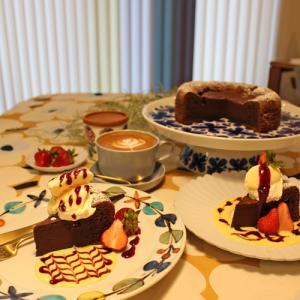 【おうちカフェ】ガトーショコラでデザートプレートと超シンプルなデスクマット