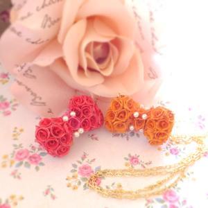 ビビッドキュートなおリボンです。小さなバラを数十個組んであります。