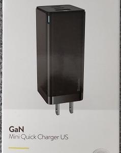 持ち歩きに最適な3台同時充電可能な65W USB PD対応充電器