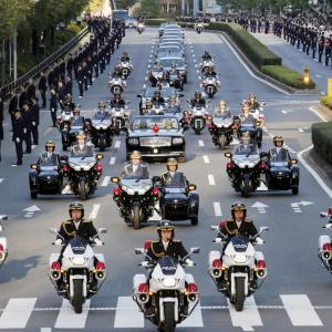 【即位パレード】皇宮警察のサイドカーが「カッコイイ」と話題…ホンダ・ゴールドウィング1800ベースオリジナル お値段は途方もない価格