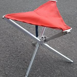 【キャンプ椅子のスレ】足が半分の長さに折り畳めるタイプの三脚椅子って最近見かけないよね