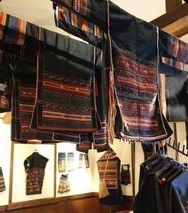 アカ族のジャケット刺繍アップリケ展
