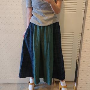 切り替えのフレアースカート