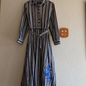 ブルーが綺麗なカロチャ刺繍のワンピース