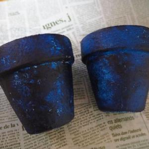 藍色花模様のリメーク鉢