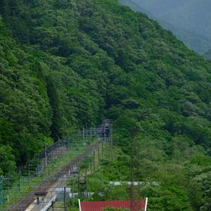 普通、鉄道の電化とは、東京から伸びてくるはずなのに、、、