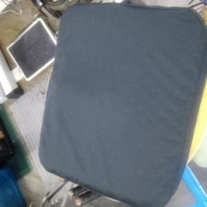 腰痛!座骨神経痛!の緩和のため・・・工房内の座布団を買いました。
