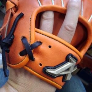 内野手グラブの小指に2本入れ加工!