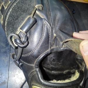 指カバーの修理!左投げ投手用のグラブです♪