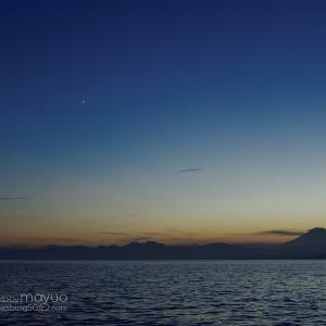 月と海と富士山と。