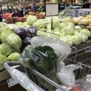 プチ旅行での夕食は、スーパーのお総菜で^^; スーパーも今は。。