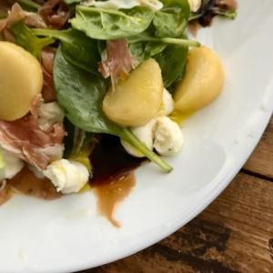 週末朝ごはん*桃とほうれん草のサラダ イタリアン風味