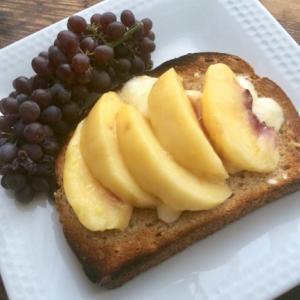 桃トースト&ウォーターアイス食べ比べ(苦笑)