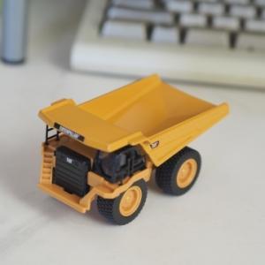 ★Metal Machine「CAT 777G Dump Truck 1/98」~SIKUと並べて遊べるオフロード・ダンプトラック