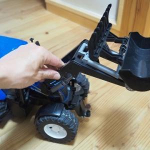 ★BRUDER BR0333:フロントローダーシャベルの破損と交換~大型ミニカーBRUDER