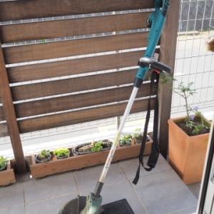 ★壁ぎわの草を刈るにはナイロンコード式が便利!~マキタ充電式草刈機MUR141DZ
