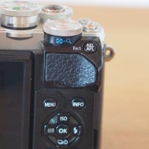 ★カメラの親指ラバー剥がれ、両面テープで自前修理~オリンパス・ミラーレス一眼OM-D E-M10 mark3