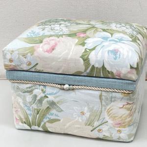 ローラアシュレイで、のりサイズの茶箱