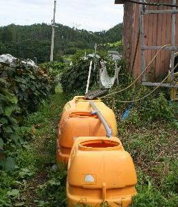 山ぶどう園報告:防除用の水を十分に確保する為にタンクを増設