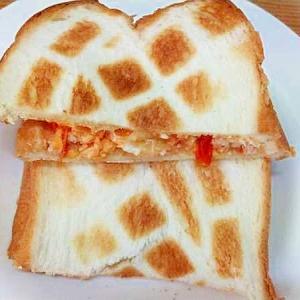 トーストサンド/ミニトマトチーズ卵炒め、手抜き版