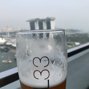今日は雨に降られ。LEVEL33でビール中です♪