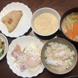 野菜のお味噌汁と麦とろのブランチ