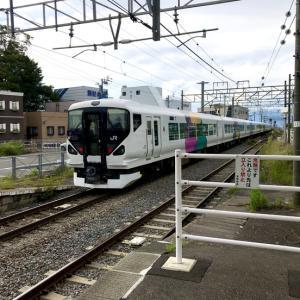 中央線E257系「回送列車が通過します」@茅野駅