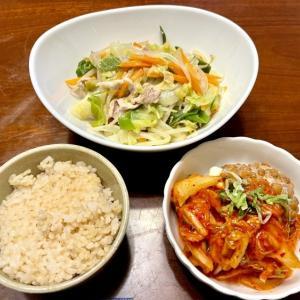 今日は在宅ランチ ★野菜炒め&キムチ納豆とうふ