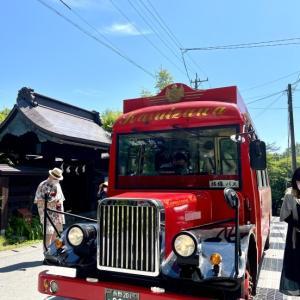 赤いボンネットバスで 軽井沢 観光♪
