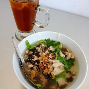 フルーツビラから一番近いワルン!!スープの中にお餅入り!? 「Warug Tiga」