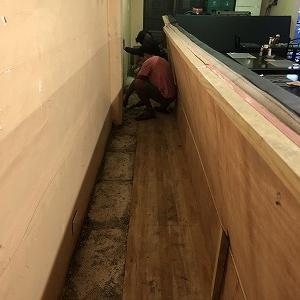 穴掘り工事。