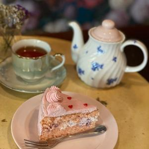 女の子のためのカフェでラブリーピンクなケーキを♡