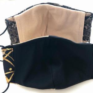 金襴の和柄布マスク 桜 男性用、女性用 黒で