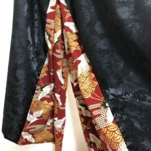大きいサイズのメンズ袴風ワイドパンツ 黒鯉ジャガード×エンジ金彩鶴