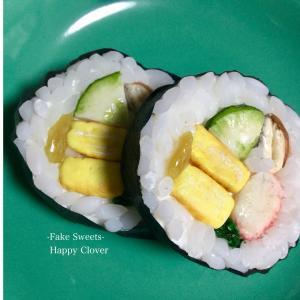 巻き寿司とおたまにカレーライス?(^^♪